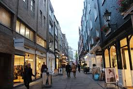 what side does a st go on central london hideouts st christopher s place