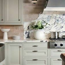 what color tile goes with gray cabinets 21 ways to style gray kitchen cabinets