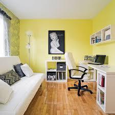 bureau dans chambre cohabitation du coin bureau et de la chambre d ami chambre avant