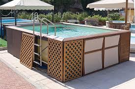 rivestimento in legno per piscine fuori terra caratteristiche