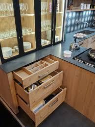plan de travail cuisine chene massif atelier culinaire cuisine chêne massif clair vaisselier