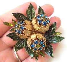 best 25 vintage brooches ideas on brooch display