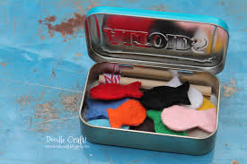 doodlecraft pocket sized magnetic fishing set in altoids tin