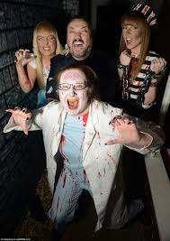 Family Halloween Costumes Uk Halloween Mad Family Splash 20k For Haunted House Party In