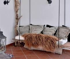canap suspendu décoration en bois 32 idées de réutiliser un tronc d arbre