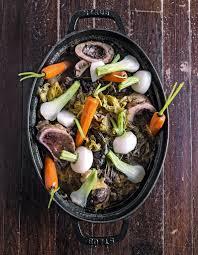 cuisiner les l馮umes anciens pot au feu aux légumes oubliés pour 6 personnes recettes à table