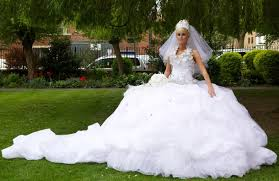 10 of the most extreme wedding dresses ever