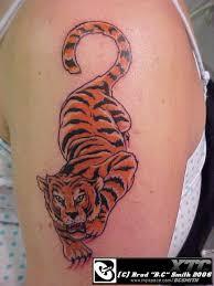 tiger climbing down by alienheadboy on deviantart