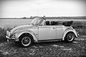 green volkswagen beetle convertible volkswagen beetle convertible grayscale photo free image peakpx