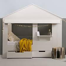 chambre cabane enfant lit cabane enfant en pin massif blanc huisie decoclico