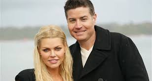 sophie monk asks stranger to dispel rumours that she and stu