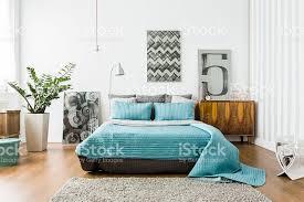 gemütliche schlafzimmer gemütliche schlafzimmer in modernem gestaltung stockfoto 509096022