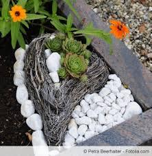 grabdekoration selber machen ideen mit kies und steinen