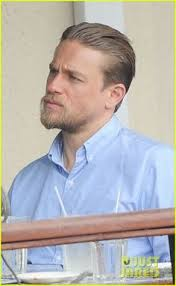how to get thecharlie hunnam haircut charlie hunnam king arthur hair click to find out how to get it