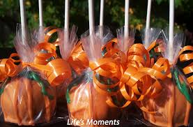 Halloween Pumpkin Cake Pops by Chocolate