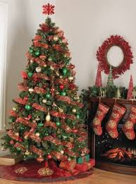 tree idea green and gold ornaments with big bows
