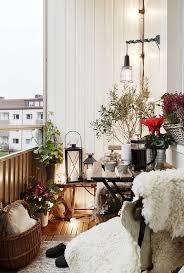 kleine balkone der kleine balkon in weiß coole gestaltungsideen für balkons
