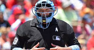 manny gonzález opened mlb doors by working behind the plate