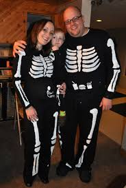 diy how to make a family of skeletons for halloween even a