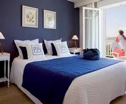 chambre bleu nuit mur bleu dans la chambre visite d un appartement scandinave