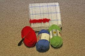 How To Make A Wool Rug With A Hook How To Hook A Rug With Yarn Rugs Ideas