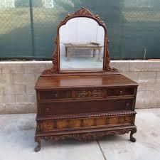 Vintage Bedroom Furniture Get A Perfect Vintage Look In Your Bedroom With Antique Dresser