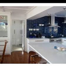 blue backsplash kitchen that is how you do blue and white in the kitchen crafts decor
