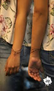 the 25 best henna tattoo wrist ideas on pinterest henna designs