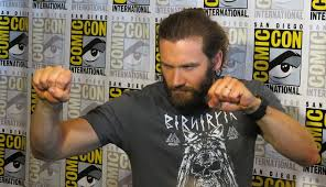 why did ragnor cut his hair interview travis fimmel and clive standen talk vikings past and