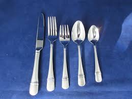 flatware silverware kitchen tableware collectibles oneida stainless satin astragal 5pc place setting s new