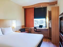 chambre de commerce barcelone hôtel à mollet reservez votre ibis près de barcelone