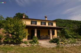 immobilien in den marchen italhouses