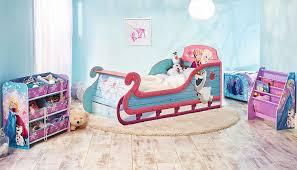 chambre reine des neiges lit pour enfants traîneau la reine des neiges de disney avec espace