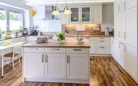 cuisine jaune et blanche cuisine modele cuisine blanche avec jaune couleur modele cuisine