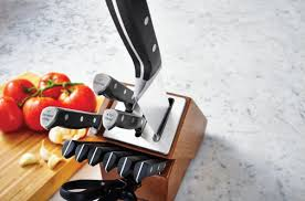 calphalon knife block automatically sharpens knives so you don u0027t