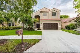ewm realtors fabulous renovated 4 bedroom homes inside the lakes authored by susan penn print this post comments off on fabulous renovated 4 bedroom homes inside the lakes at weston florida