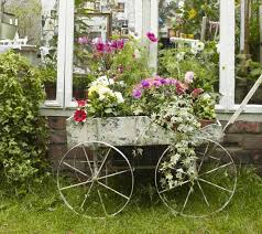 Decorating Ideas With Antiques Vintage Furniture And Garden Decor 12 Charming Backyard Ideas