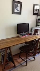 grand bureau en bois un coin bureau sophistiqué et élégant avec ce grand bureau en bois