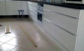 pose plinthe cuisine plinthe de cuisine plinthe cuisine leroy merlin 23 asnieres sur