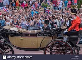 london uk 17th june 2017 crowds greet the queen and princ e