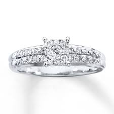 1 4 carat engagement ring sparkling diamonds are arranged into a square at the center