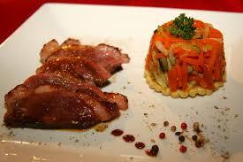 cuisiner les magrets de canard magret de canard au miel et méli mélo de légumes la cuisine de