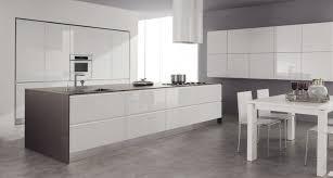 carrelage gris cuisine 1 cuisine laquée blanche meubles de cuisine laquées sol en carrelage
