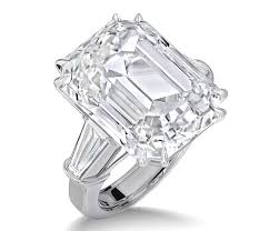 million dollar engagement ring see carey s massively gorgeous 35 carat engagement ring