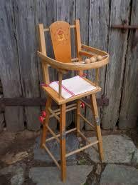 chaise haute poup e chaise haute ancienne en bois pour poupée vendue jouets en stock