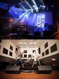 guitar center stage lights provides microphones and headphoes to guitar center studios