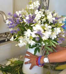 Flower Arrangements In Vases Diy Easy Casual Chic Easy Vase Flower Arrangement Trendsurvivor