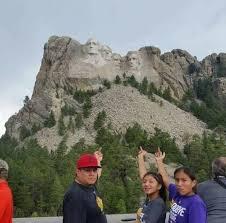 mt rushmore family s mount rushmore photo goes viral powwows com native