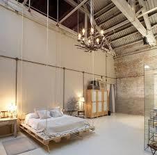 chambre style industrielle mur en briques un bel accent dans la chambre à coucher briques