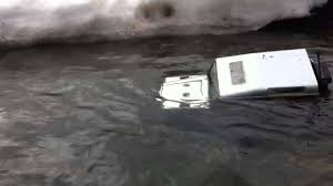 land rover water axial scx10 land rover defender d90 in deep water run youtube